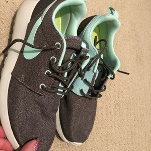 Shoes - Nike Roshe Run